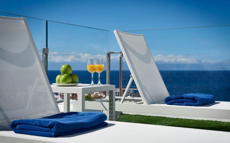 wakacje-na-kanarach-wypoczynek-na-tarasie